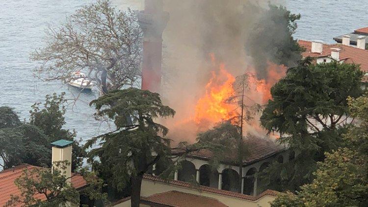 Tarihi Vaniköy Camisi'nde yangın