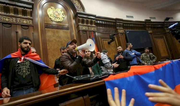 Ermenistan'da erken seçim sesleri