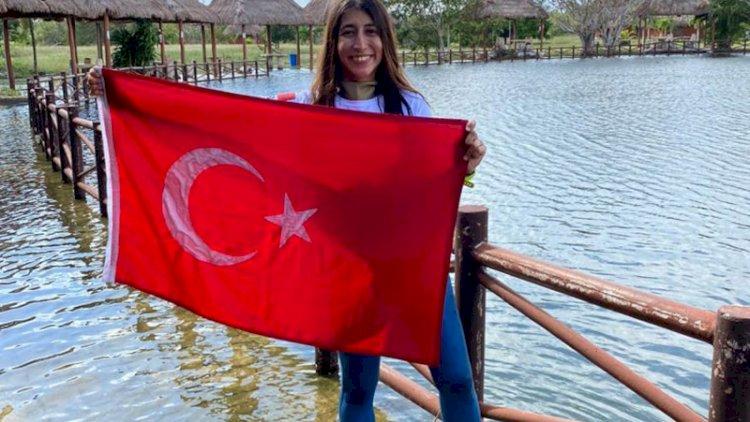 Fatma Uruk, serbest dalışta Meksika'da dünya rekoru kırdı