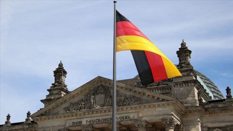 Berlin'de maske takmayan milletvekili gözaltına alındı