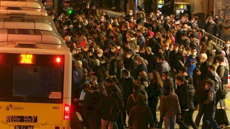 Metrobüs durağında koronavirüs yoğunluğu