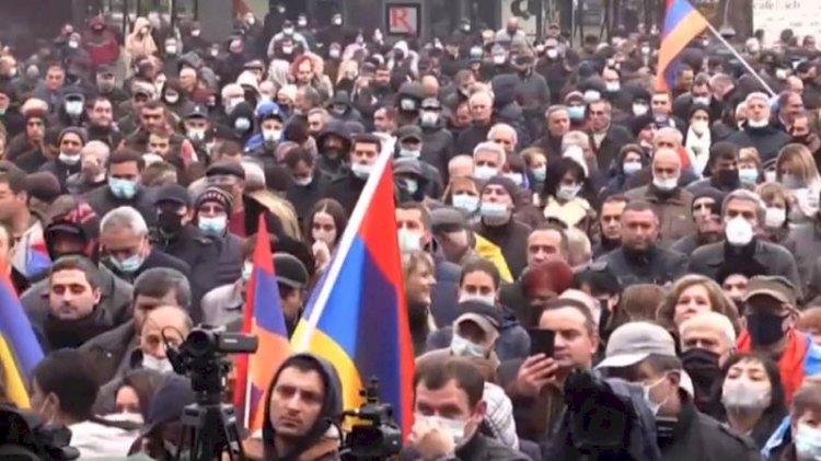 Rus bakanlar Ermenistan'da protestoyla karşılandı