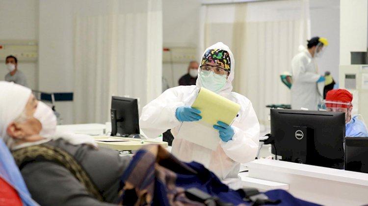Koronavirüslü hastanın yanında refakatçi kalmalı mı kalmamalı mı? Tartışma büyüyor