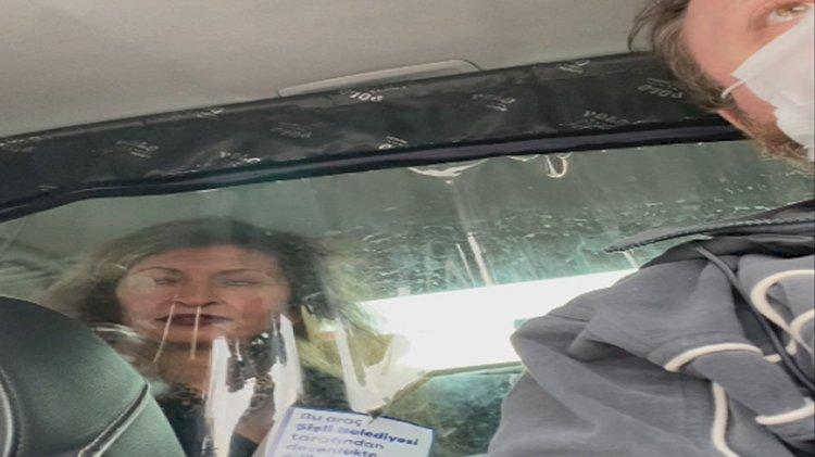 Taksiciyle kadın müşterinin ücret tartışması kamerada