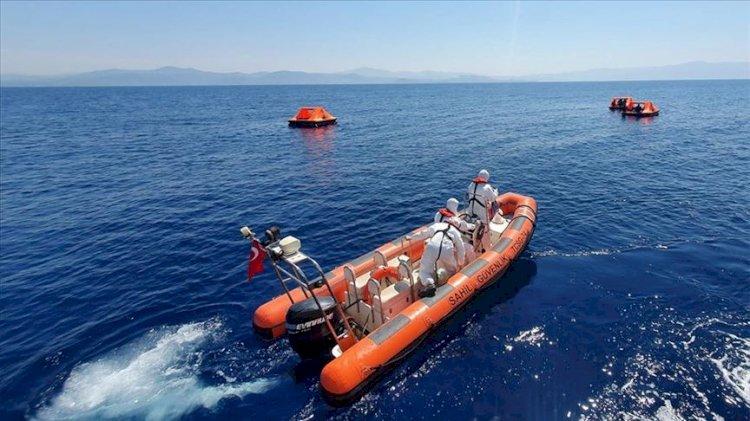 Kuşadası'nda Türk karasularına geri itilen 27 sığınmacı kurtarıldı