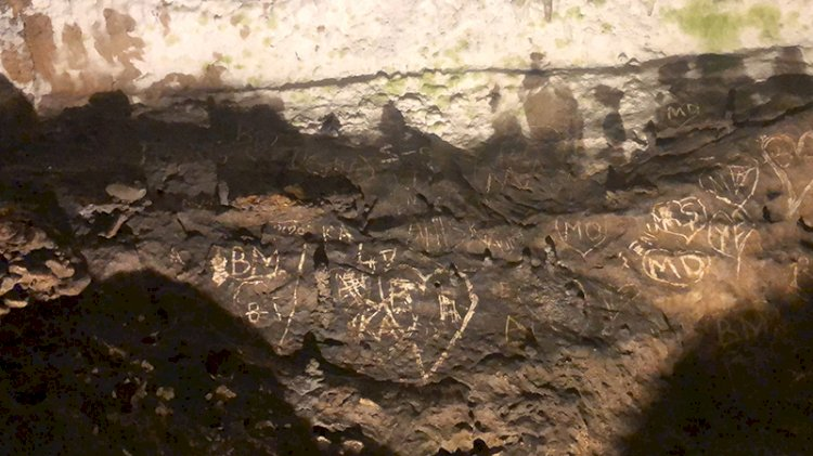 3 bin yıllık mağaranın duvarlarını mahvettiler