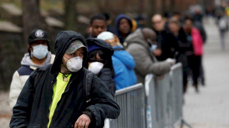 Koronavirüs testi kuyruğunda sıra bekleyecek insan kiraladılar