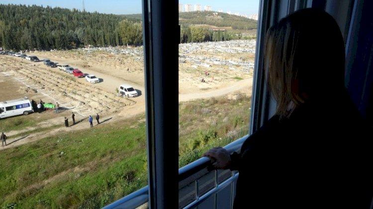 Bursa'da korkutan manzara... Burası mezarlık: Perdeyi açmaya korkar oldum!