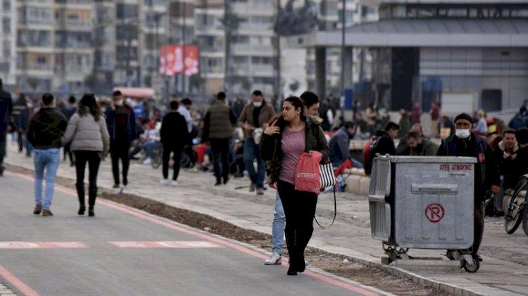 İzmir'de yasağa rağmen Kordon doldu