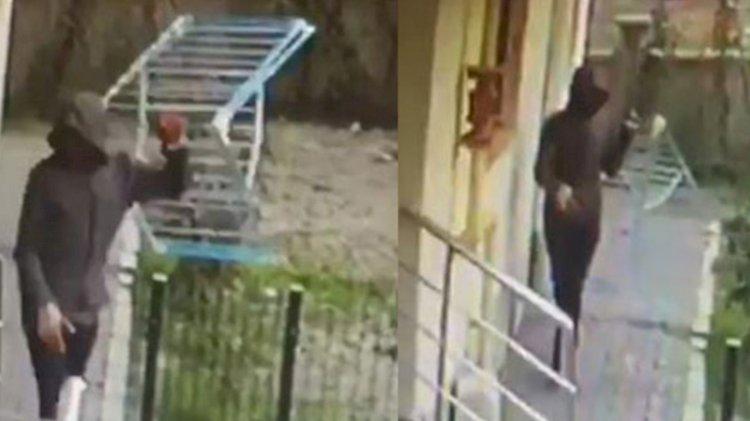 Eve giremeyen hırsız balkondaki çamaşır askılığını çaldı