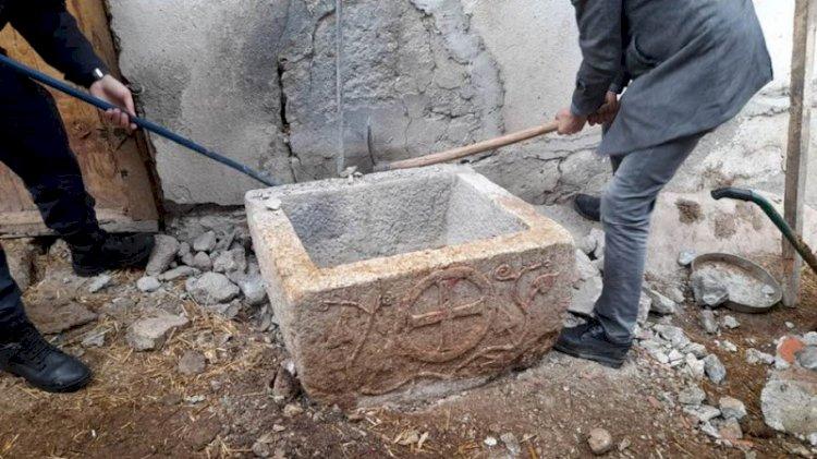Havyan yalağı, 1200 yıllık vaftiz teknesi çıktı