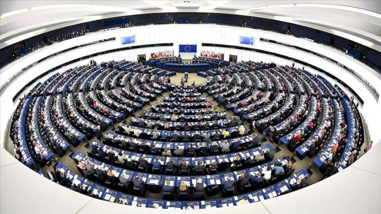 Roseline'nin mürekkebi kurumadan şimdi de Avrupa Parlamentosu...