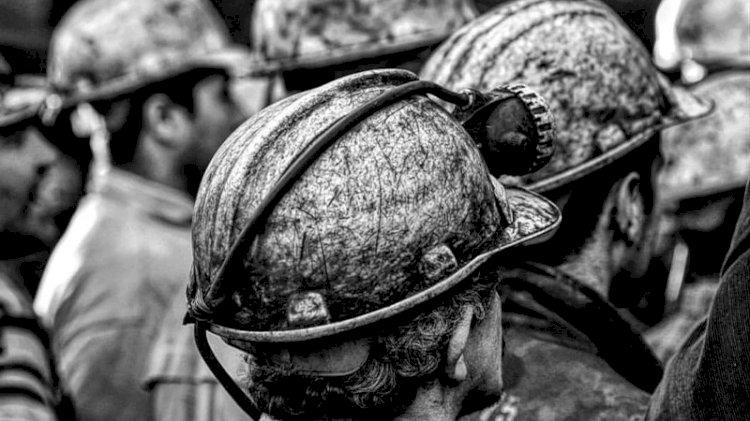 Alın terine kömür karası değmiş ömürlerin hikayesi :'Dünya Madenciler Günü'