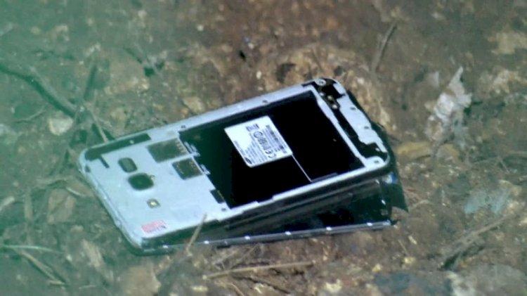 Polisleri gören FETÖ şüphelisi cep telefonlarını pencereden attı