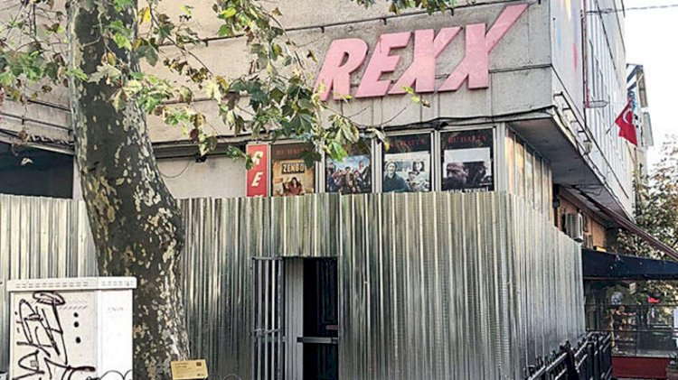 Kadıköy'ün simgesi Rexx Sineması'nda yıkım başladı