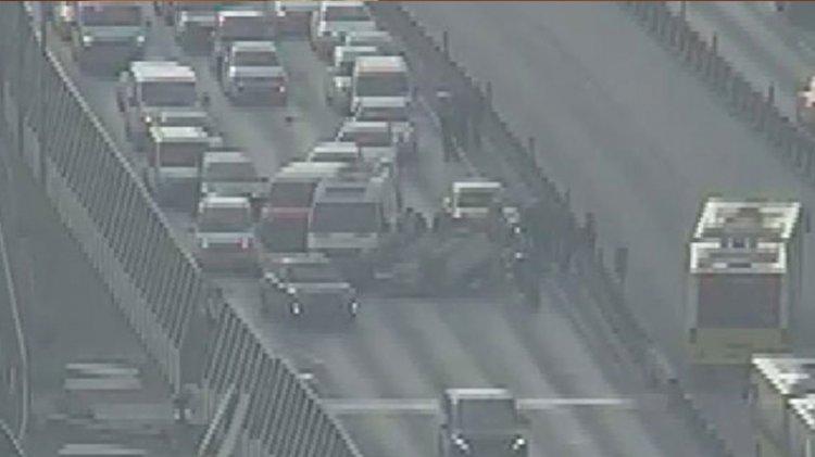 Haliç Köprüsü'nde otomobil takla attı, trafik tıkandı
