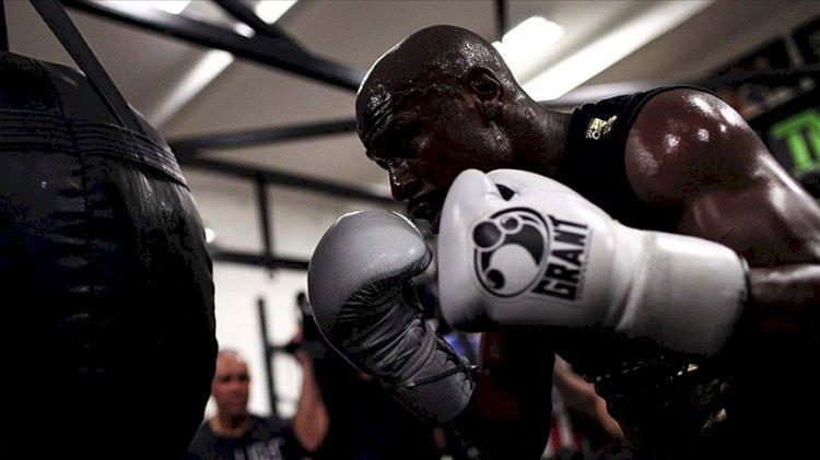 ABD'li eski yıldız boksör Floyd Mayweather gösteri maçına çıkacak