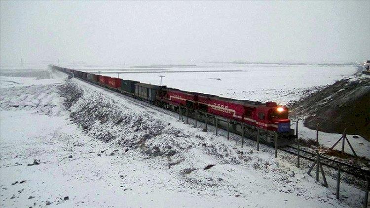 Türkiye'den Çin'e gidecek ilk blok ihracat treni Kars'tan Gürcistan'a uğurlandı