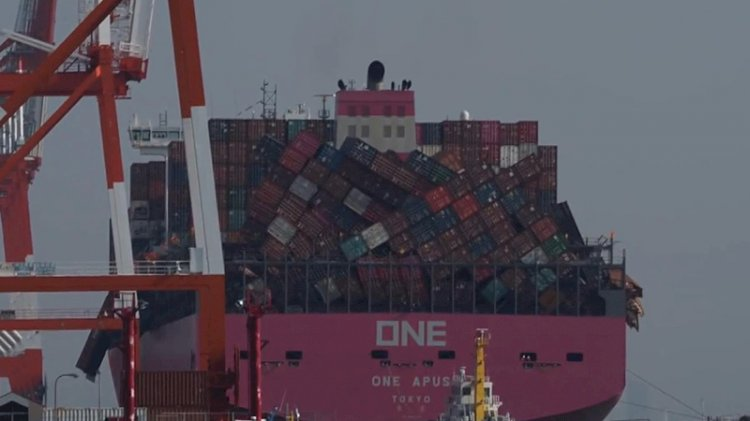 Okyanusta fırtınaya yakaladı, iki bin konteyner devrildi