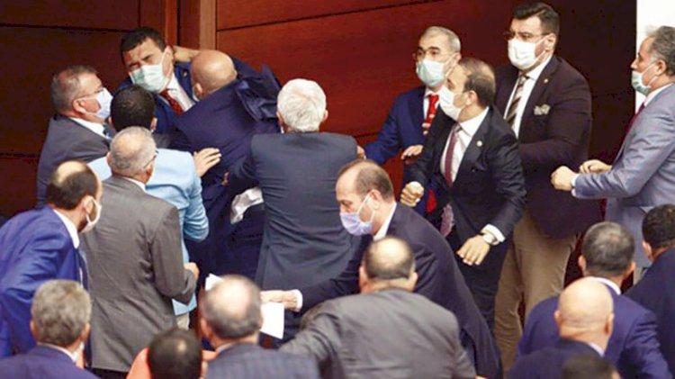Meclis'te arbede: Vekiller birbirine girdi