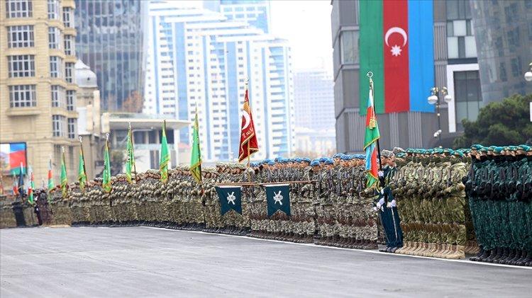 Azerbaycan'da tarihi gün... Türk komandoları zafer geçidinde