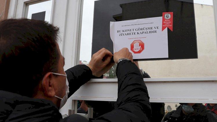Koronavirüs pozitif vakaların bulunduğu binalara uyarı notu asılmaya başlandı