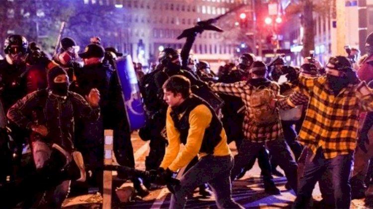 Washington'da karşıt gruplar arasında kavga çıktı