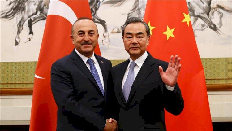 Çavuşoğlu ile Çinli mevkidaşı arasında 'aşı' görüşmesi