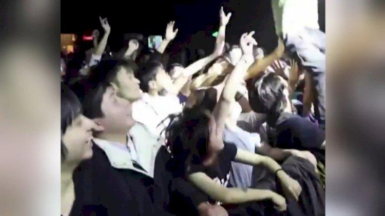 Dünya ikinci karantinaya girerken Vuhanlılar parti veriyor