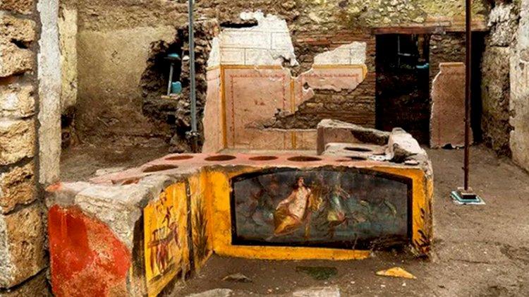 Arkeologlar Pompei'de bir açık büfe buldu