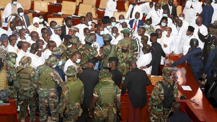 Gana parlamentosunda çatışma