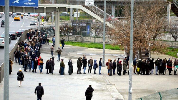 İstanbul ulaşımında HES kodu için son gün! Kuyruk uzadıkça uzadı