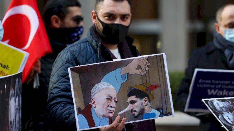 Wall Street Journal önünde Enes Kanter protestosu