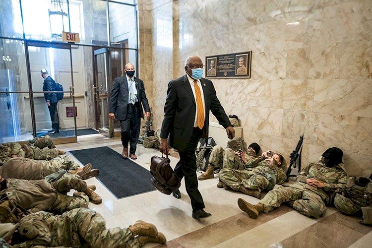 Kongre binasını koruyan Ulusal Muhafızlar isyan etti: İhanete uğramış hissediyoruz!