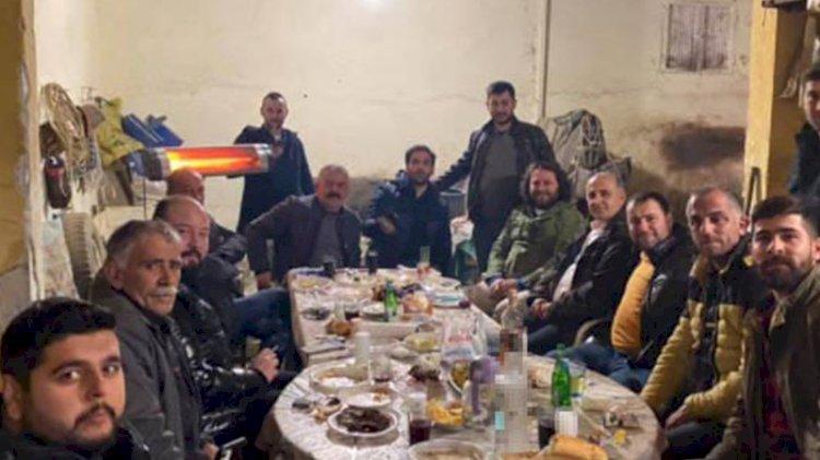 İYİ Partili belediye başkanı, maskesiz ve sosyal mesafesiz kutlama yaptı