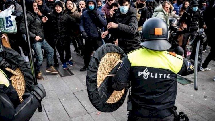 Hollanda karıştı! Koronavirüs önlemi protestoları yağmaya dönüştü