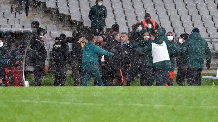 Başakşehir ile Trabzonspor maçında gergin anlar