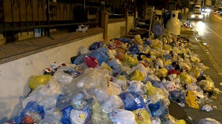 Maltepe'de işçiler direniyor, çöpler yığılıyor