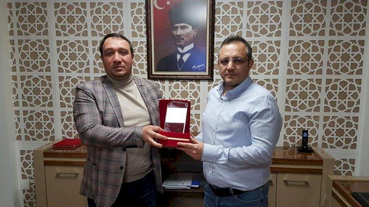 Azerbaycan'dan Veryansın Tv'ye 'kardeşe teşekkür' plaketi