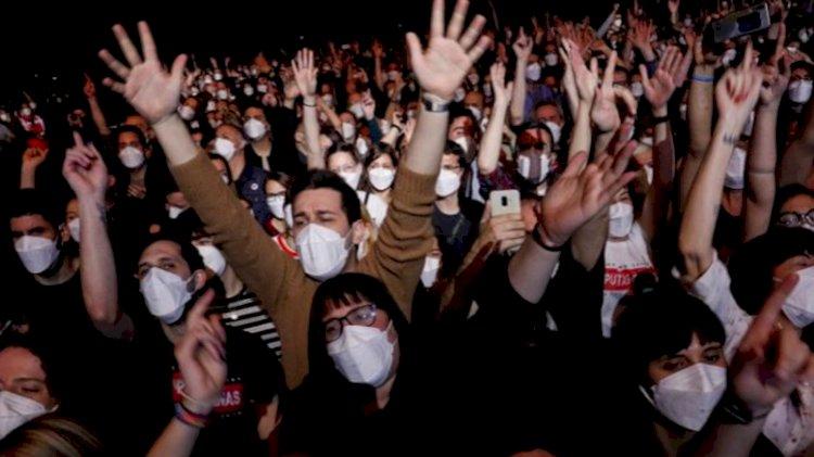 Sosyal mesafesiz 5 bin kişilik konser deneyi