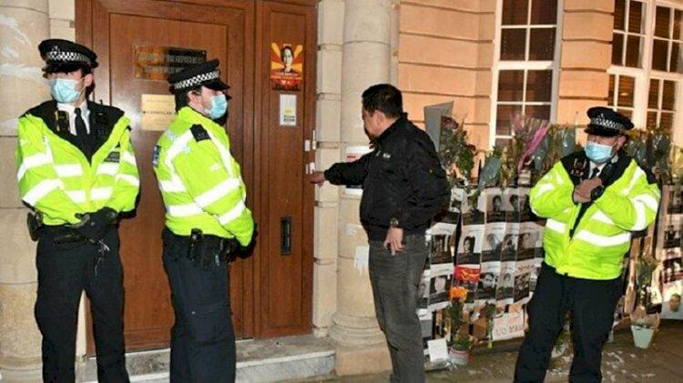 Ülkesindeki darbe girişimini eleştiren Londra Büyükelçisi elçilik binasına alınmadı