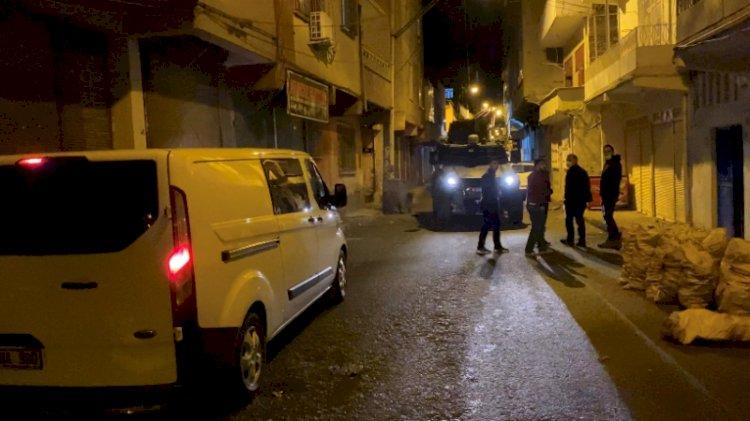 Uyuşturucu satıcıları sokak ortasında çatıştı
