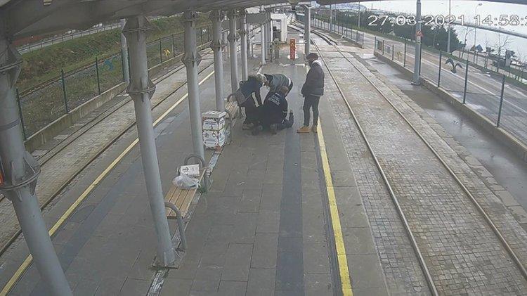 Güvenlik görevlisi, duraktaki yolcuya kalp masajı yaptı
