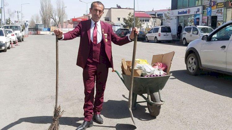 Yaptığı işe saygı duyan, örnek çalışan: Cadde ve sokakları 21 yıldır takım elbiseyle temizliyor