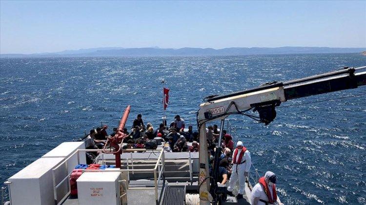Türk kara sularına itilen 64 sığınmacı kurtarıldı