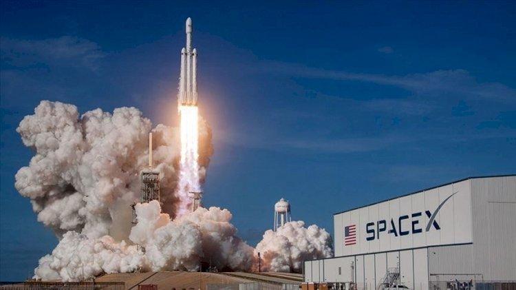 NASA SpaceX ile 4 astronotu uzaya fırlattı