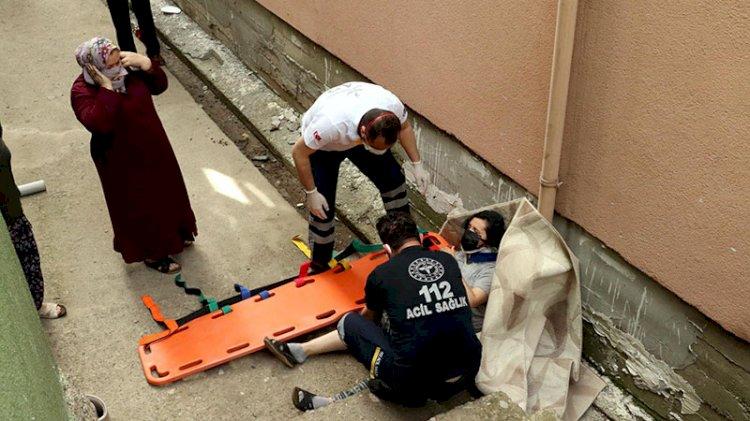 Balkona astığı halı üzerine düştü