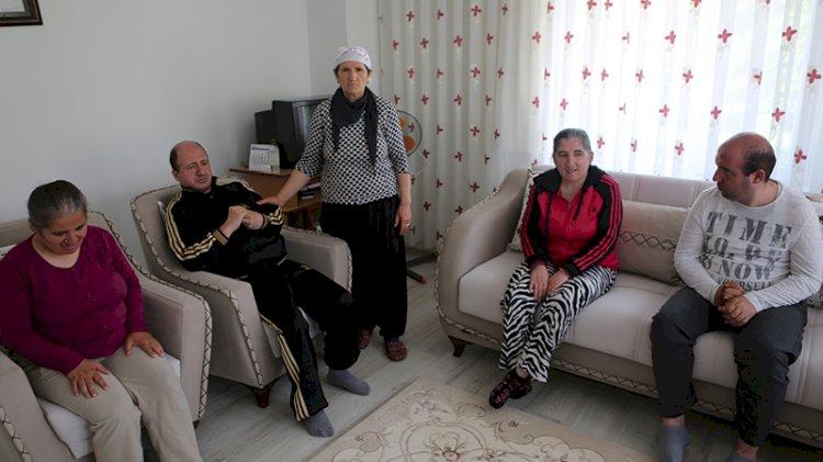 Fedakar anne: 45 yıldır 4 engelli çocuğuna bakıyor