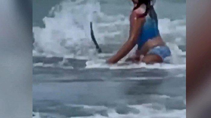 Çocuk köpek balığından böyle kaçtı