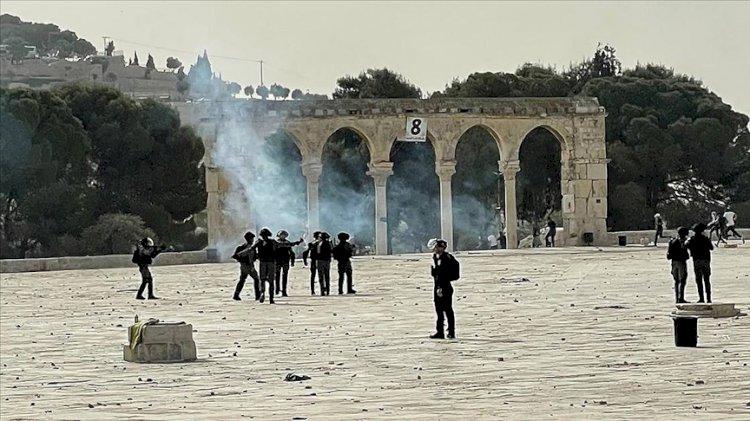 İsrail polisi Mescid-i Aksa'da Filistinlilere saldırdı